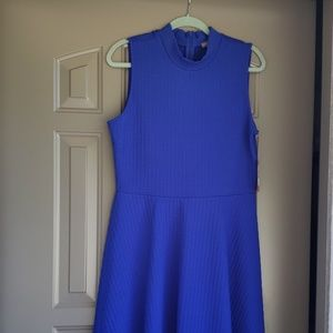 Vince Camuto Blue Quilted sleeve dress. Size Large